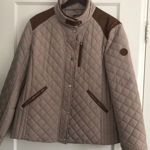 Quilted nylon coat with leather trim